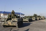 Ukraine: Pháo binh Kiev bị xe quân sự Nga bắn trả
