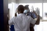Chỉ huy không quân Mỹ bị đâm kim tiêm tại Nigeria