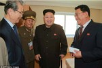Ảnh: Kim Jong-un chống gậy, cười rạng rỡ trong lần tái suất