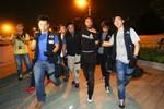 Video: Cảnh sát Hồng Kông kéo người biểu tình ra góc phố đánh đập