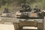 Lavrov: Mỹ điều thêm xe tăng tới biên giới Nga