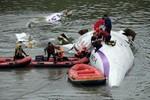 Video: Máy bay Đài Loan lao xuống sông, ít nhất 12 người chết