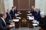 Kerry chỉ trích ý định giành lại sân bay Donetsk của Poroshenko