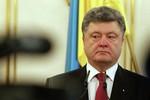 Poroshenko: Nga triển khai 500 xe tăng, 400 pháo, 950 xe bọc thép ở Donbass