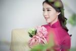 Hoa hậu Đặng Thu Thảo 'biến hóa' với 12 màu sắc áo dài dịp 8/3