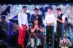 Nghệ sỹ Hoàng Lan nghẹn ngào trở lại sân khấu nhận 300 triệu ủng hộ