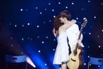 Thần đồng guitar Sungha Jung bày tỏ tình cảm với Văn Mai Hương