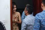 Đạo diễn Nguyễn Quang Dũng đội mưa mừng liveshow của tình cũ Minh Thư