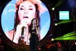 Mỹ Tâm liên tục rơi nước mắt trong đêm nhạc HeartBeat