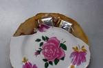 Nhiều nghi vấn quanh chiếc đĩa sứ Trung Quốc chứa chất lạ