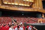 5 ngày ở Việt Nam, tổ chức của Nick Vujicic nhận 50.000 USD