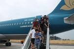 Hàng không rầm rộ tung vé bay giá rẻ: Mua không dễ?
