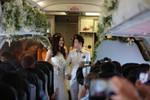 Cận cảnh đám cưới đồng tính độc đáo trên máy bay Vietjet