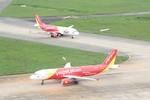 Hàng loạt chuyến bay đổi hướng do bão số 1