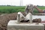 """EVN nói """"không chịu trách nhiệm"""" về móng cột điện làm bằng bêtông trộn đất"""