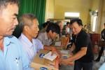 Vinamilk trực tiếp đến vùng lũ Hà Tĩnh, Quảng Bình, ủng hộ 2 tỷ đồng tiền mặt