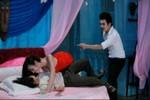 Kịch bản hời hợt, diễn viên nghiệp dư: Phim Việt xa lạ với khán giả