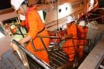 Cứu ngư dân gặp nạn trên vùng biển Tây Bắc quần đảo Hoàng Sa