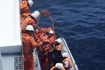 Cấp cứu thuyền trưởng bị thủng dạ dày trên biển
