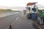 Hàng trăm mét đường cao tốc 34.500 tỷ đồng phải bóc lên sửa chữa