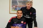 Chính thức: Walcott gia hạn hợp đồng với Arsenal đến năm 2016
