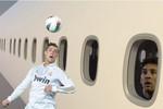 Messi ngơ ngác trước pha đánh đầu kinh điển của Ronaldo