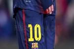 Bị đối thủ đạp không thương tiếc, tay Messi tứa máu
