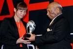 Kiều Trinh rạng ngời nhận giải Cầu thủ xuất sắc nhất Đông Nam Á