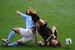 Quay chậm: Aguero thi triển kung-fu với sao Chelsea