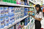"""Từ 20/11 sản phẩm sữa cho trẻ em dưới 6 tuổi hết """"loạn"""" giá"""