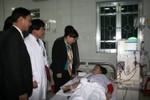 Bộ trưởng Y tế thành bệnh nhân đi khám bệnh tại Cao Bằng
