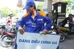Giữ nguyên giá xăng, giá dầu diesel giảm nhẹ