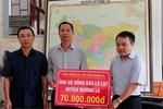 Bảo hiểm xã hội Sơn La ủng hộ người dân huyện Mường La khắc phục hậu quả mưa lũ