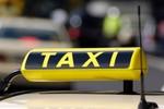 Cặp vợ chồng người Australia đi taxi với giá 140.000 đồng/km