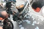 Xe máy cháy trơ khung khi cả nhà đang ngủ, 2 người bỏng nặng