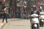 Clip: Cô gái liên tục khoe ngực giữa phố Hà Nội