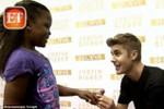 Justin Bieber quỳ gối nhận lời cầu hôn của cô bé 8 tuổi