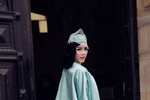 Lý Nhã Kỳ mất điểm vì váy áo tiền tỷ nhăn nhúm ở show thời trang Pháp