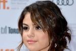 10 kiểu make-up đỉnh nhất của Selena Gomez