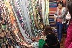 Nhiều chủng loại vải mới về đầu hè, giá tăng nhẹ