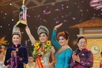 Hoa hậu trả vương miện đòi cát sê từ thiện: Đừng dồn Hà vào đường cùng