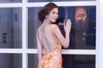 Khánh My diện váy dài lê thê đi dự tiệc