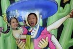 Khoảnh khắc hài hước của vợ chồng Jennifer Phạm