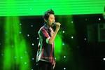 Cậu bé quê nghèo hát cảm xúc trên sân khấu The Voice nhí