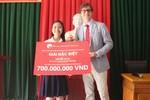 Học bổng trị giá 700 triệu đồng được trao cho học sinh trường chuyên Lam Sơn