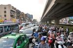 Hà Nội: Hàng vạn người chen chân về quê trước ngày nghỉ lễ 30/4
