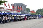 Ảnh: Hàng vạn người về Lăng viếng Chủ tịch Hồ Chí Minh
