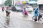 Ảnh: TP Hà Nội có mưa to, các tuyến phố bị ngập úng