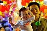 Trẻ em Hà Nội háo hức dạo phố đón Trung Thu