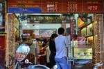 Chùm ảnh: Giá vàng giảm, người dân Hà Nội lại đổ xô đi mua